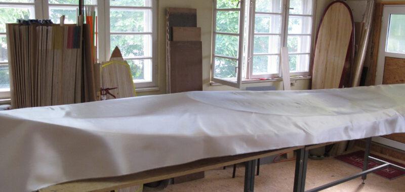 Die Glasfaserverstärkung für das Deck wird vorbereitet